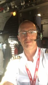 Paul J at the controls of a Boeing 737